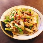 肉味噌おでん かづさ屋 - 牛肉とピーマンの炒め物