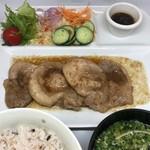カフェ結 - 生姜焼き定食・・・少し甘いたれが人気です。【セット価格 ¥450】〔税抜価格〕