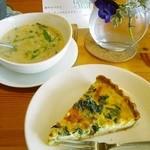 Grün Walt - 料理写真:キッシュとスープ