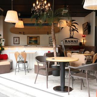 リゾートのような開放的な空間はパーティーや結婚式2次会に最適