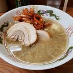 ラーメン二郎 - 料理写真:玉ねぎキムチは、付け汁にはじめからイン