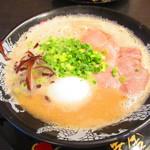 博多一幸舎 - 味玉ラーメン 830円(税込)【2019年8月】