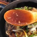 肉工房 千里屋 ホルモンバル - 肉そばの出汁