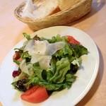 11403030 - サラダ、パン