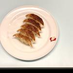京都 夷川餃子 なかじま - 餃子フレンチ(ニンニク無し)270円 小ぶりで薄めの皮がパリッとしている、餡は肉と野菜のバランスがよく、サクッと食べられる