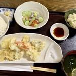 114037099 - 日替わり定食(太刀魚焼き霜造り・はもと野菜の天ぷら) 980円