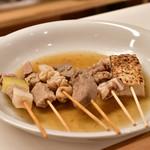 千酉足 - 名物白煮込み@950円:おすすめ5本盛り+煮込み豆腐付き
