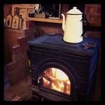 カンパネルラ - 落ち着いた雰囲気の店内には薪ストーブが、暖かい