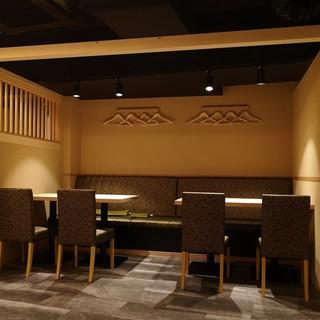 団体様8名様まで可能なテーブル席 三方囲まれた半個室(4席×2)