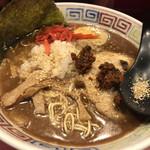 長浜らーめん - 紅生姜、胡麻、辛味噌をアドオン。