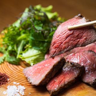 お肉料理の一番人気は、ビストロで味わう九州産黒毛和牛のグリル