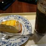 ドトールコーヒーショップ - アイスコーヒーlargeで二時間粘る。だって予定まで時間あるんどす。マンゴーミルクレープやで!