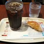 ドトールコーヒーショップ - アイスコーヒー(220円税込) スイートポテト(140円税込)