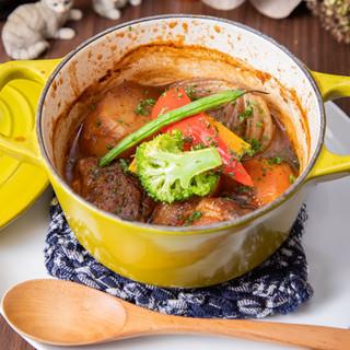 「牛ほほ肉の赤ワイン煮込み」手作りの煮込み料理の数々