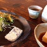 手造り食の店しもだ - 自家製ゴマ豆腐、黒ごまとチーズテリーヌ、サラダ