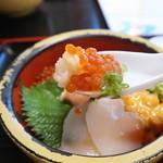 タカマル鮮魚店 - 三宝丼