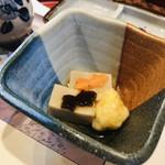 苦楽園 天がゆ - 突き出しの胡麻豆腐の上には2匹の金魚ちゃんが♡