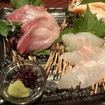tachihikokicchinsanichimaru - 刺身盛合せ(鰤・真鯛・サーモン)