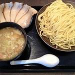 三ツ矢堂製麺 - 大判チャーシューつけ麺