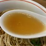 114091215 - 100%軍鶏と7種ブレンド醤油のスープ アップ