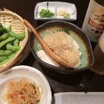 九州名物とめ手羽 - 枝豆、手作り豆富、お通し、ビール。