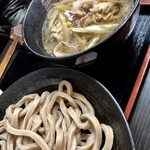 武蔵野うどん 一彩 - 普通麺の肉汁うどん