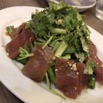 アジアご飯とお酒のお店 Shapla 神田店 - マグロとパクチーのタイマリネサラダ