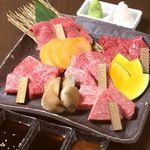 東京焼肉 あかね - 『黒毛和牛厳選5種盛り』その日のオススメ部位をお得に盛り合わせ。