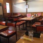 レストラン マルフク - 喫茶店じゃないが、しっかりした椅子など