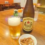 華勝園 - ドリンク写真:中瓶ビール(赤星ラガー)とサービスのメンマ