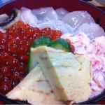 11411050 - ホタテ・いくら・カニの三色丼