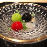 さえき - 料理写真:黒あわびと共にシャインマスカット、長野パープル、フルーツトマト。