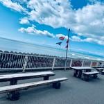 たらこ家 虎杖浜 - 内観写真:店外のベンチ席も晴れた日には格別です。
