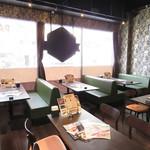 Trattoria Casa Mia - 6名様ご利用でも、ゆったりとしたソファー席