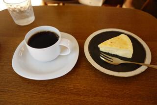 喫茶葦島 - ブレンドとチーズケーキ