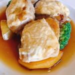 114142221 - 鶏モモ肉のクリームチーズ乗せ焼き なかなかのボリューム&野菜いっぱい
