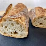 バゲットラビット - フランス小麦のバゲット こちらのバゲットの中で一番気に入りました。かおりが素敵。