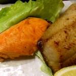 北海道料理ユック - ユック 銀座店 店頭 ホッケの味噌漬けと鮭の焼魚二点盛り