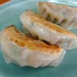 とんこつラーメン 喜笑 - 料理写真:餃子は大ぶり具だくさん
