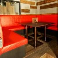chopsticks - 赤いソファ席の半個室の空間♪
