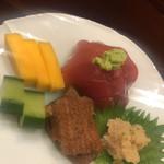 味享 - ご飯の薬味。上段左から、コリンキーという品種の生で齧れる南瓜、長崎産のクロマグロの血合い岸と中落、鱧の玉子の醤油漬け、鰻の鞍馬煮、胡瓜