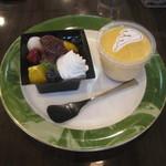 ケーキハウス リバージュ - 料理写真:ケーキ屋さんのあんみつとセントマリアプリン
