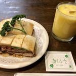 ニューアストリア - カツサンド野菜入り 700円 ミックスジュース  450円 ※ 飲み物+サンドウィッチで200円引き