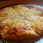 ふたば - 料理写真:チキンピザ900円