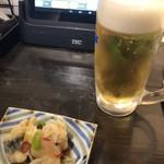 大和料理 物集女 - お通し(突き出し:鯵の南蛮漬け)と生ビール