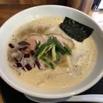 中華そば かーかっか - 料理写真:鶏豚白湯醤油らーめん