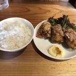 中華そば かーかっか - ご飯と唐揚げ
