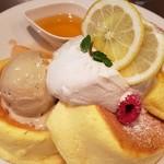 114193842 - 桃と紅茶のはちみつレモンパンケーキ
