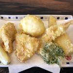 手打うどん 寿庵 - トリオセットの天ぷら。