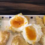 手打うどん 寿庵 - 名物半熟卵の天ぷら